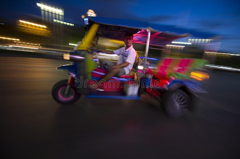 Suddighet för Bangkok Tuk-Tuk taxinatt royaltyfri bild