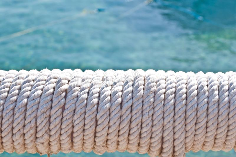 Suddighet i philippines ett rep i ?tf?ljande fartyg f?r yacht som bakgrundsabstrakt begrepp arkivbild