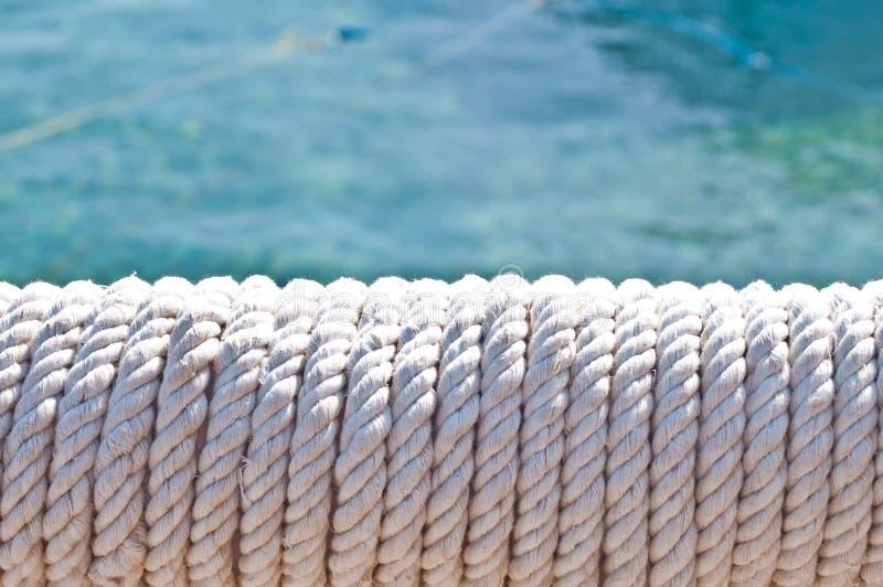 Suddighet i philippines ett rep i ?tf?ljande fartyg f?r yacht som bakgrundsabstrakt begrepp royaltyfri foto