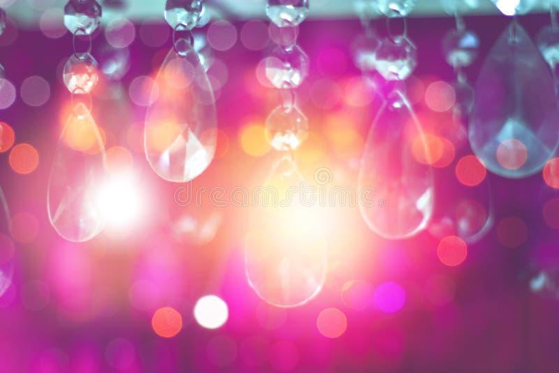 Suddighetsbokeh och färgglad kristallkronaljusdekor arkivbild