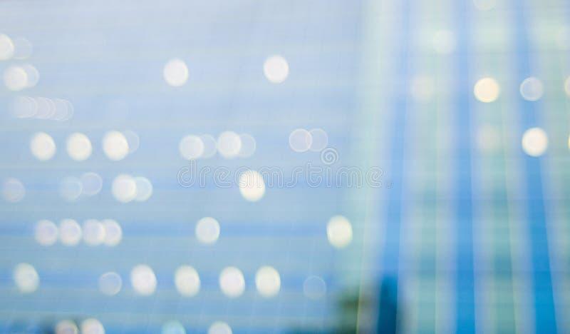 Suddighetsbokehreflexion av byggnad fotografering för bildbyråer