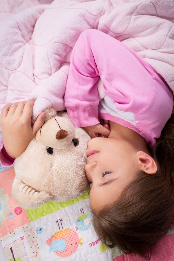 Sueño adorable de la niña imagen de archivo