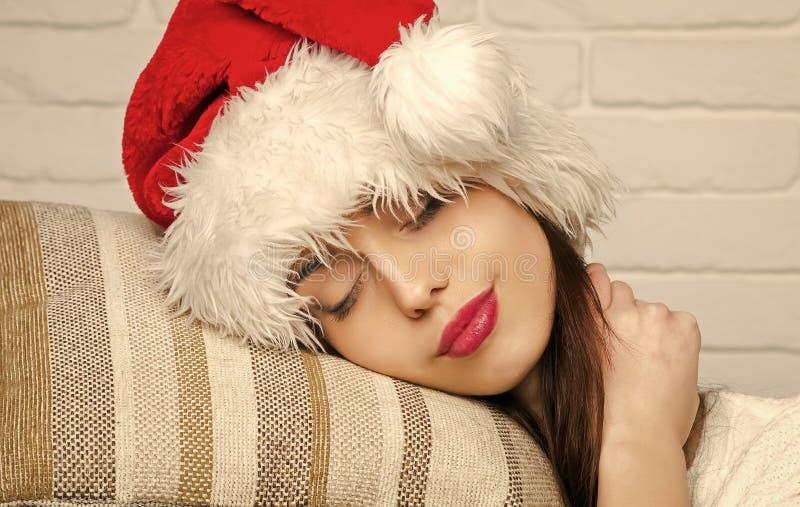 Sueño de la mujer de la Navidad en la medianoche imagen de archivo libre de regalías
