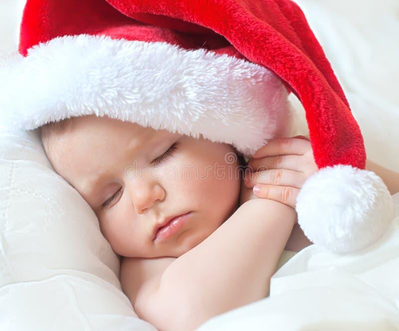 Sueño dulce pequeño santa antes de la Navidad imagen de archivo libre de regalías