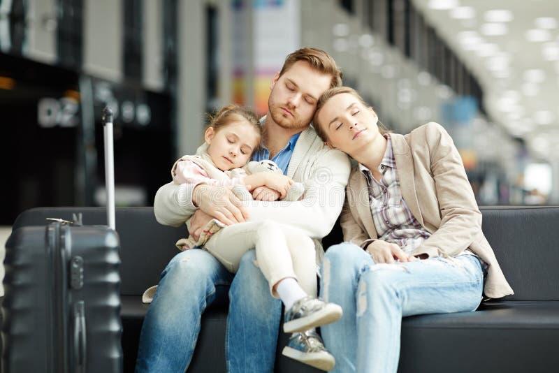 Sueño en aeropuerto foto de archivo libre de regalías