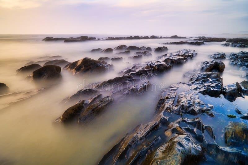 Sueño Mar De Portugal Con Mar Y Olas Al Aire Libre imágenes de archivo libres de regalías