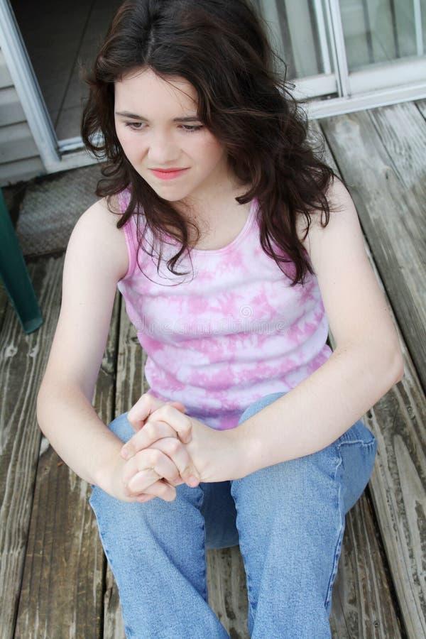 Sueño triste deprimido del día de la muchacha adolescente foto de archivo