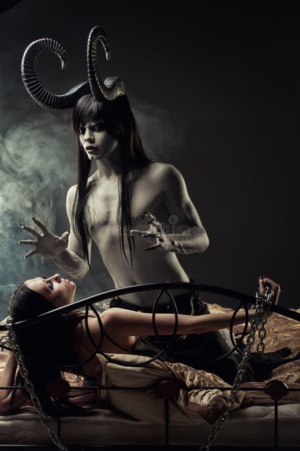 Sueños de los monstruos de la subida de la mente imágenes de archivo libres de regalías