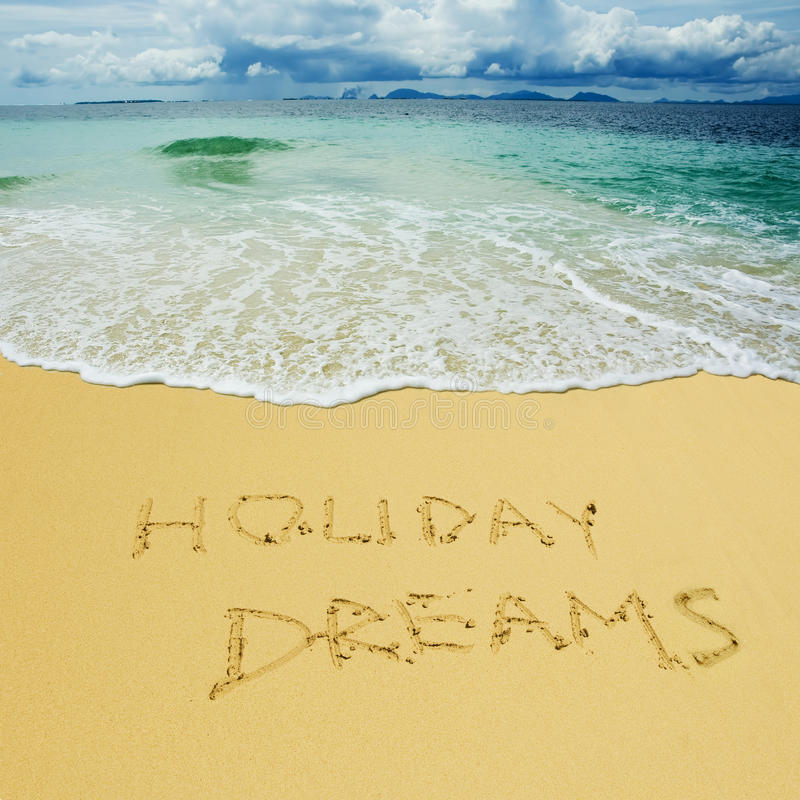 Sueños del día de fiesta escritos en una playa arenosa fotografía de archivo