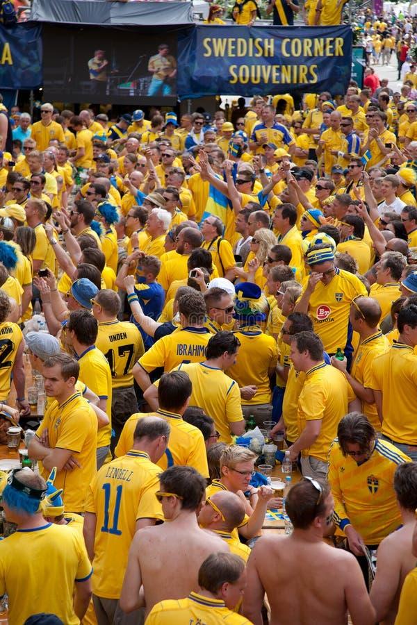 Suecia y los ventiladores ucranianos llegaron foto de archivo libre de regalías