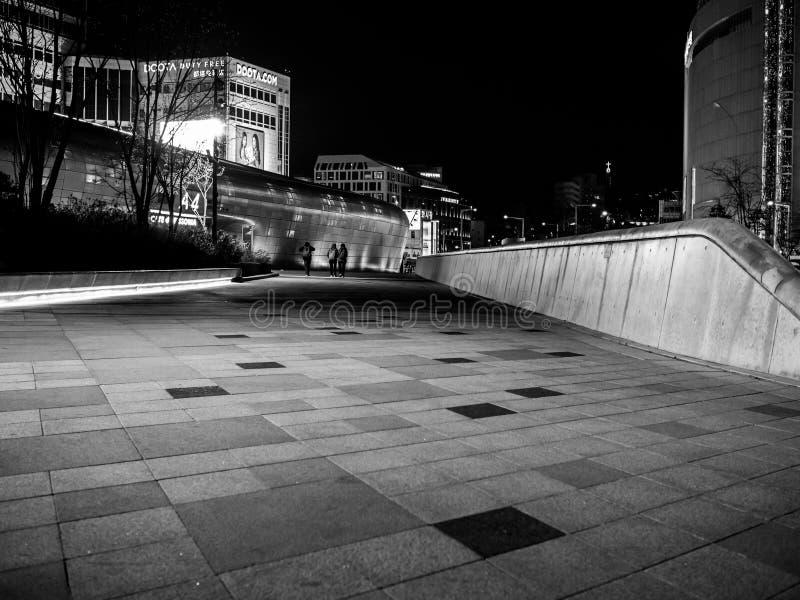 Suelo de la teja de la plaza del diseño de Dongdaemun fotos de archivo libres de regalías