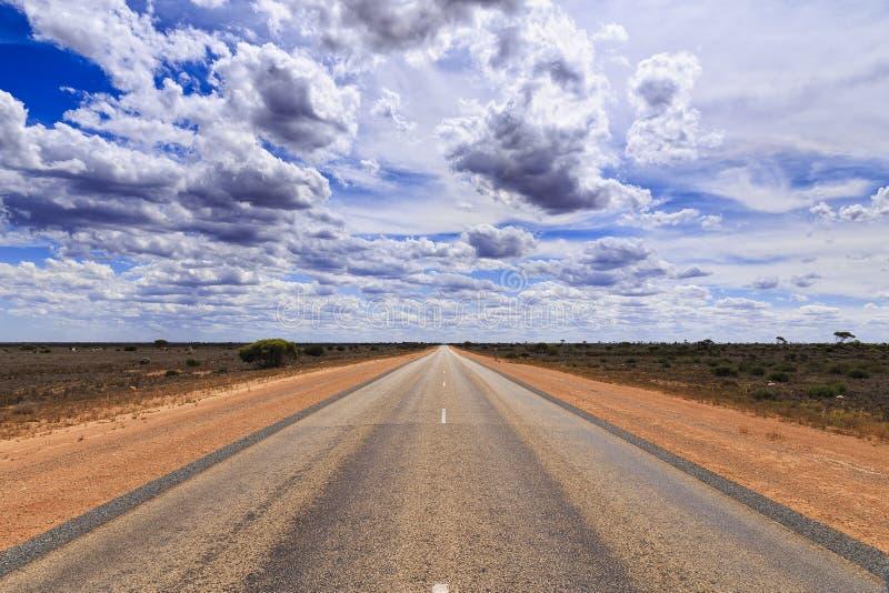 Suelo del rojo del camino del SA Nullarbor fotografía de archivo libre de regalías
