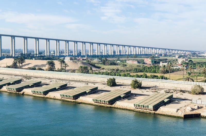 Suez kanal, Egypten November 5, 2017: Bron för Suez kanal, också royaltyfri foto