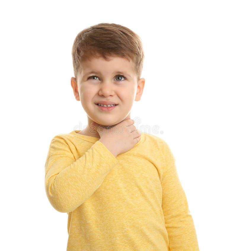 Sufrimiento lindo del muchacho de la tos imagen de archivo libre de regalías