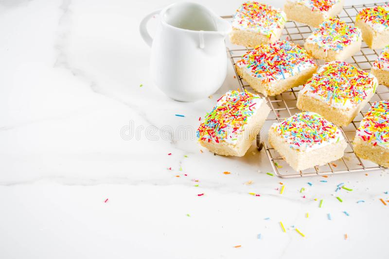 Sugar Cookie Bars geado fotografia de stock royalty free