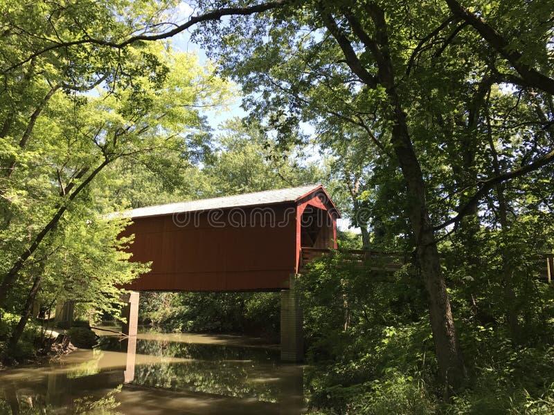 Sugar Creek Covered Bridge fotografering för bildbyråer
