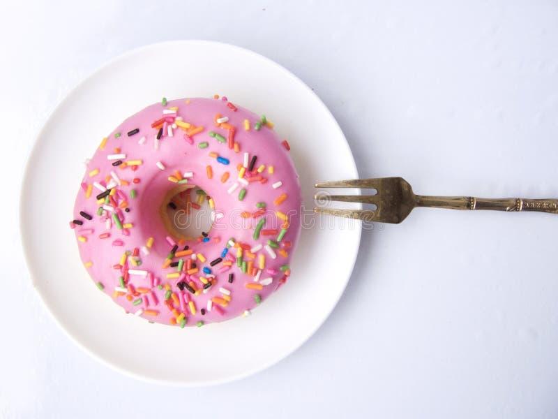Sugar Donut cor-de-rosa fotos de stock royalty free