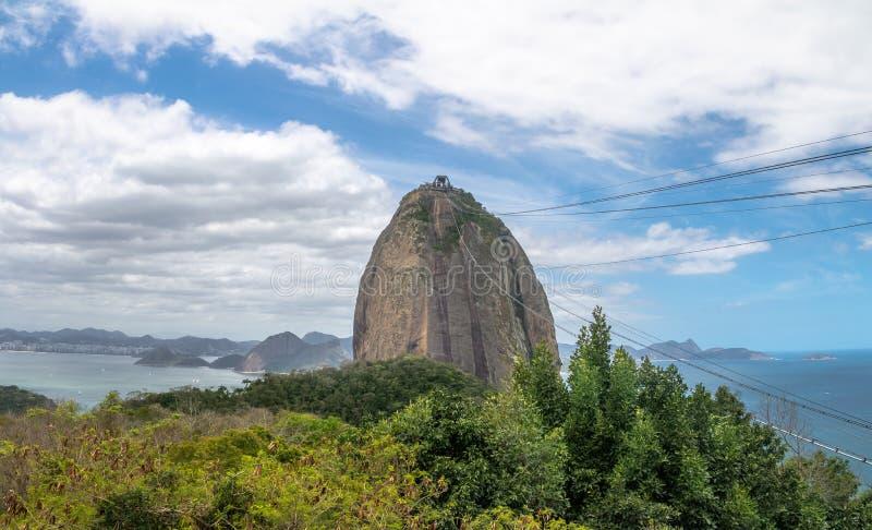 Sugar Loaf Mountain e vista aérea da baía de Guanabara do monte de Urca - Rio de janeiro, Brasil fotos de stock