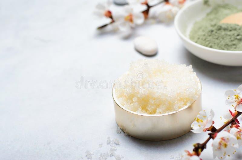 Sugar Scrub, cosméticos feitos a mão naturais, tratamento dos termas do corpo fotografia de stock