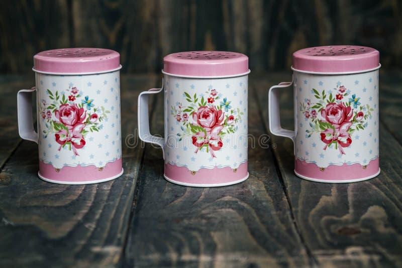 Sugar Shaker pulverizado metal com teste padrão floral imagens de stock