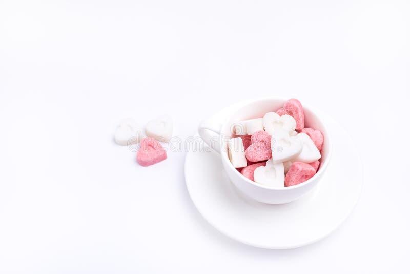 Sugar White Coffee Cup Sugar nella forma dello spazio Valentine Day Background Horizontal della copia dei cuori fotografia stock libera da diritti