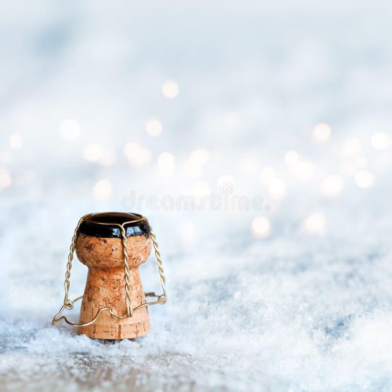 Sughero di Champagne nella neve immagini stock