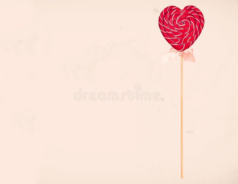 Suikergoed in de vorm van een hart, Suikergoed voor de Daglollys van Valentine royalty-vrije stock afbeeldingen