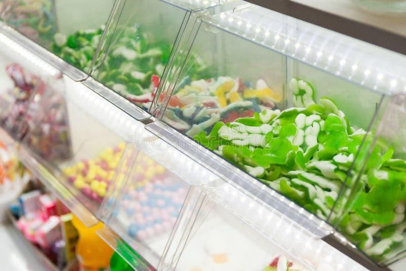 Suikergoed in het winkelvenster royalty-vrije stock foto's