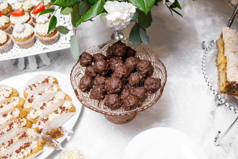 Suikergoedbar Heerlijk zoet buffet met cupcakes Zoete vakantie B royalty-vrije stock foto