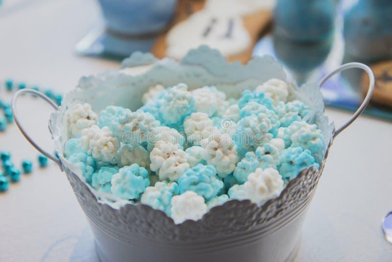 Suikergoedbar op huwelijksceremonie met verschillend suikergoed royalty-vrije stock fotografie