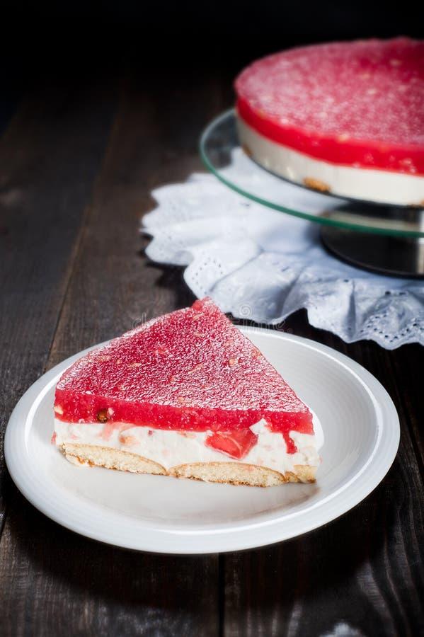 suivez un régime le gâteau saisonnier avec la gelée de pastèque et