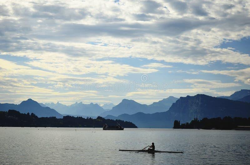 Suiza, en donde el cielo resuelve la tierra imagen de archivo libre de regalías