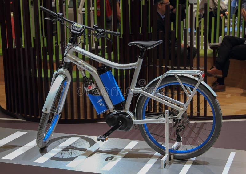 Suiza; Ginebra; 10 de marzo de 2019; La bicicleta de Linde H2 que corre en el hidrógeno; El 89.o salón del automóvil internaciona fotos de archivo