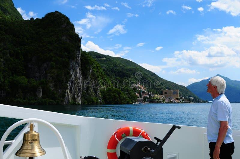 Suiza: Travesía en el lago Lugano en Tesino imagen de archivo