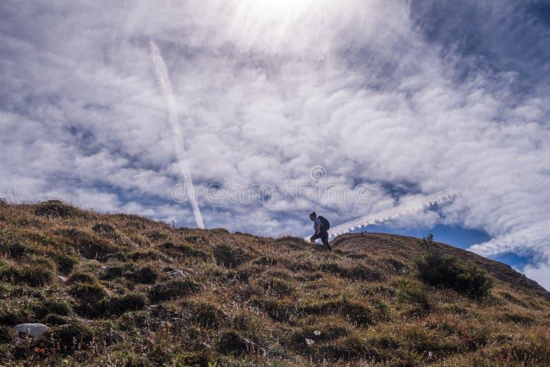 12-9-2018, Suiza: Visión que sorprende encima de la montaña de Leistchamm en las montañas suizas imagen de archivo