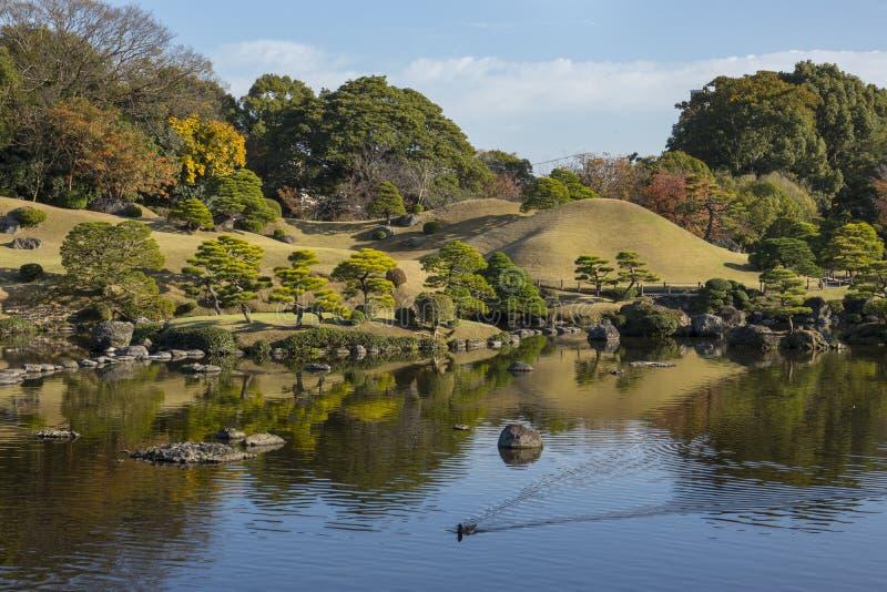 Suizenji-Garten,  Suizenji JÅ juen, sind ein geräumiger Garten der japanischen Art Landschaftsin Kumamoto stockbilder