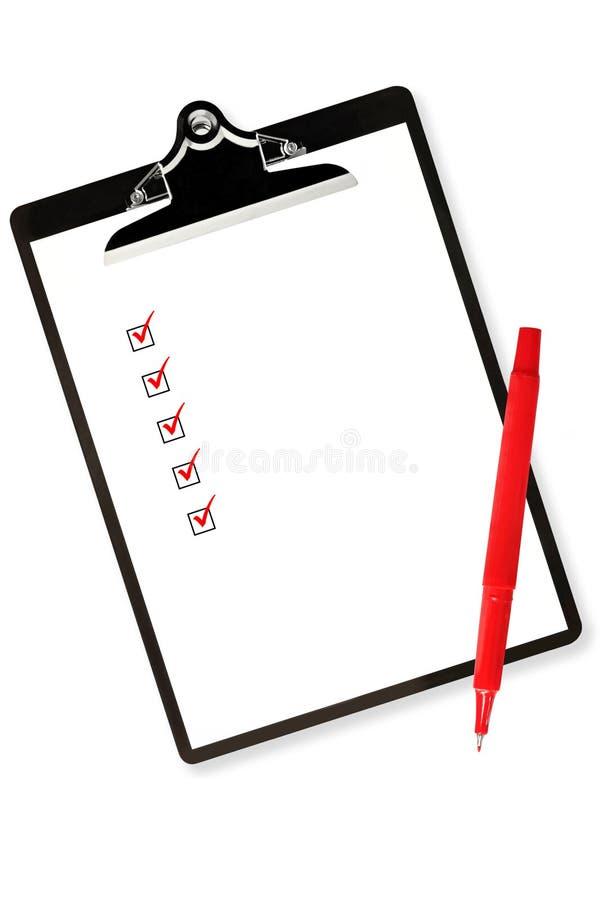 Sujetapapeles con la lista de comprobación y la pluma roja libre illustration