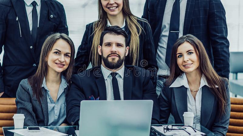 sukcesu pojęcie w biznesie - fachowa biznes drużyna w t zdjęcia stock
