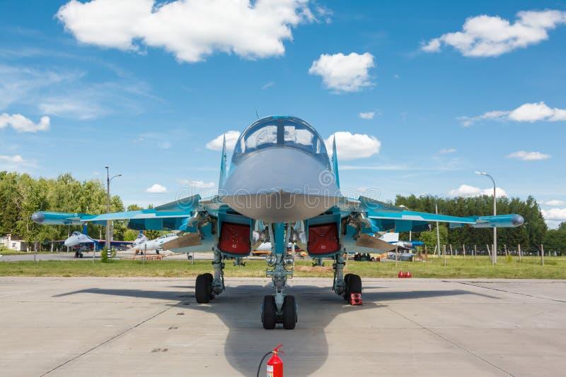 Sukhoi Su-34 (защитник) русский истребитель-бомбардировщик двойн-места стоковая фотография rf