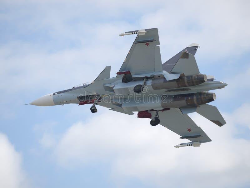 Sukhoi Su-33 landning royaltyfri foto