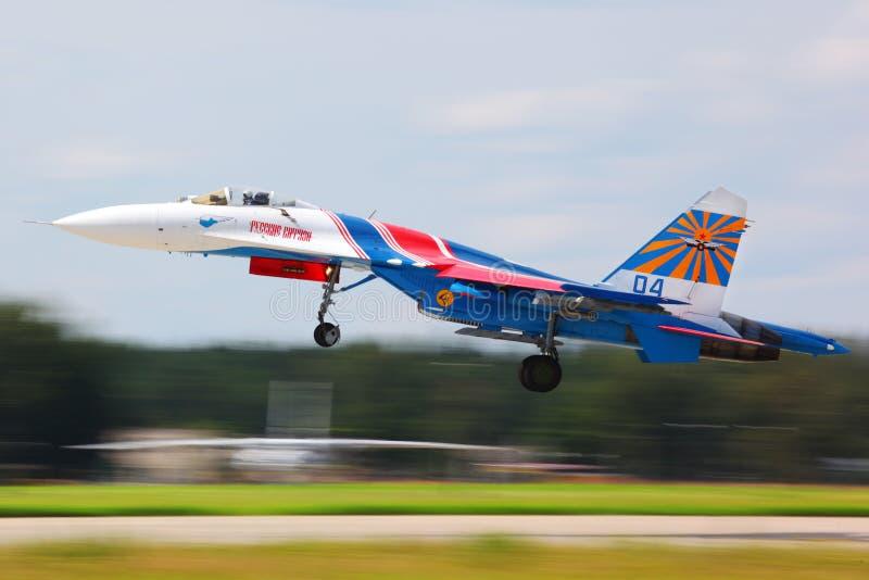 Sukhoi Su-27 myśliwiec odrzutowy bierze daleko przy Kubinka bazą lotniczą obraz royalty free