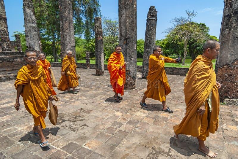 Sukhothai arruina a los monjes budistas, Tailandia imagenes de archivo