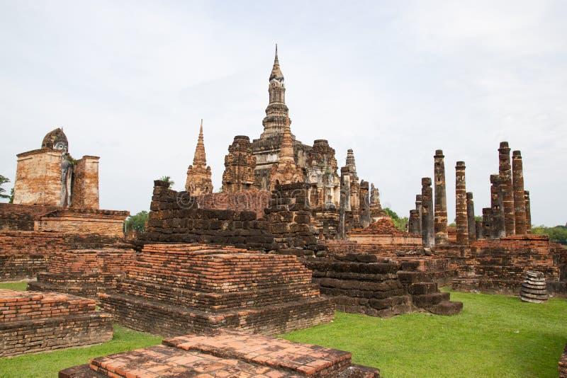 Sukhothai, estátuas da Buda de Tailândia na capital antiga de Wat Mahathat de Sukhothai, Tailândia imagens de stock