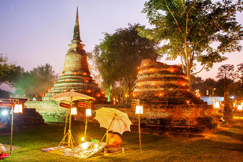 SUKHOTHAI, 21 THAILAND-NOVEMBER Simuleer retro levensstijl en stock foto