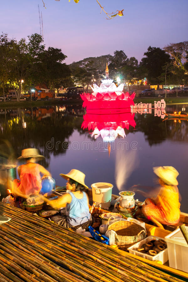 SUKHOTHAI, 21 THAILAND-NOVEMBER Simuleer retro levensstijl en stock foto's