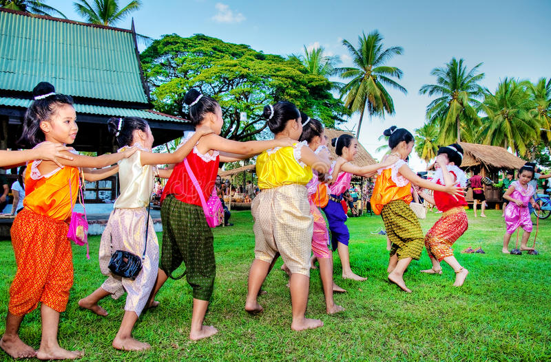 SUKHOTHAI, 21 THAILAND-NOVEMBER Simuleer retro levensstijl en royalty-vrije stock afbeeldingen