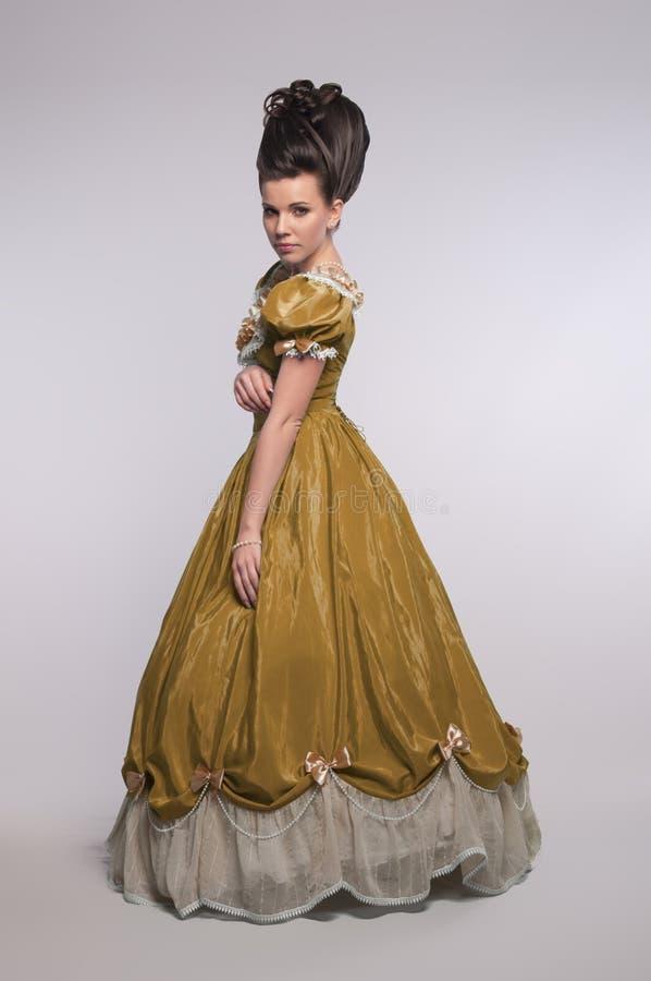 suknia fasonujący dziewczyny stary kolor żółty fotografia royalty free