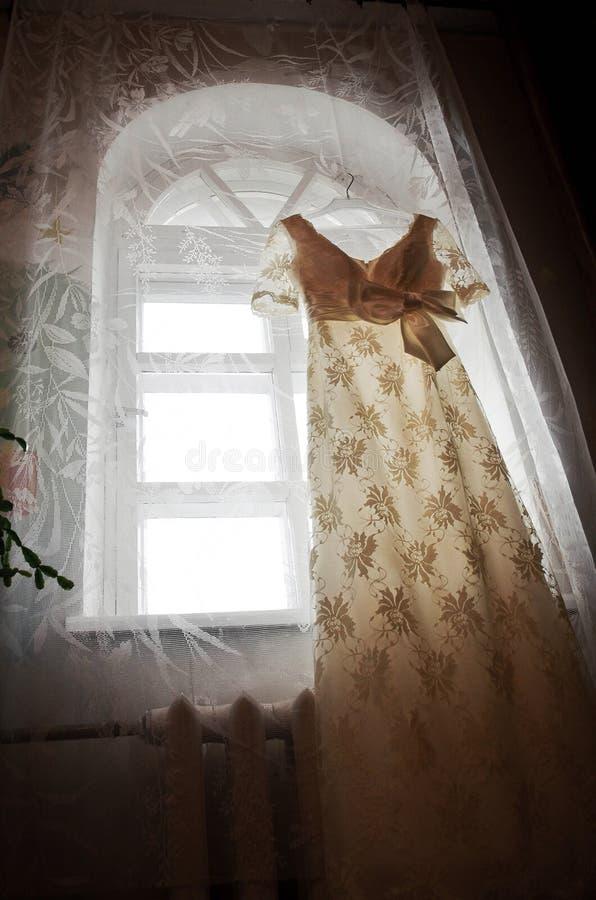Suknia okno fotografia stock