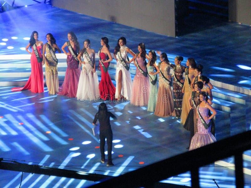 Suknia wieczorowa finaliści z choreografem zdjęcie stock
