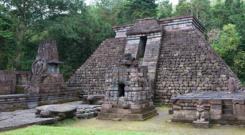 Sukuh tempel, Java, Indonesien arkivfoto